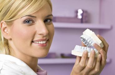 Уход за деснами при ношении зубных протезов
